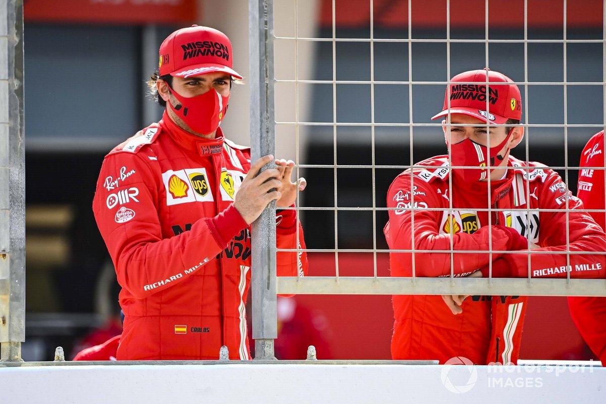 Carlos Sainz Jr., Ferrari, y Charles Leclerc, Ferrari