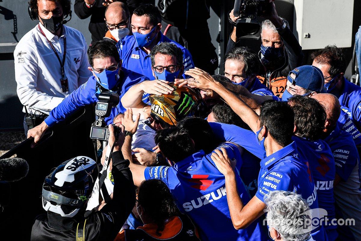Suka cita anggota Team Suzuki Ecstar merayakan kesuksesan Joan Mir sebagai juara dunia MotoGP 2020
