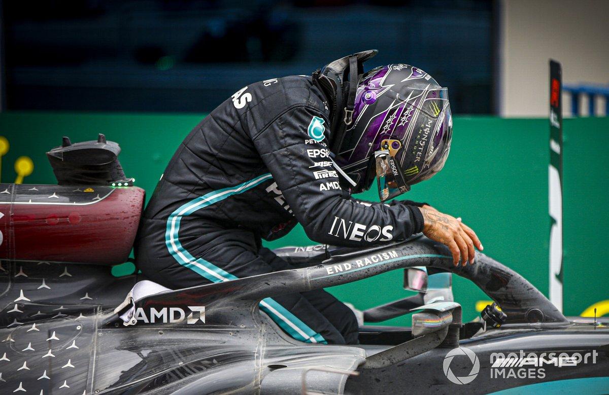 El ganador de la carrera Lewis Hamilton, Mercedes-AMG F1 celebra su 7º título de campeón del mundo en Parc Ferme