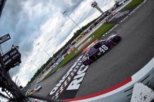 Race winner Alex Bowman, Hendrick Motorsports, Chevrolet Camaro Ally