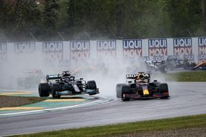 Max Verstappen, Red Bull Racing RB16B, Lewis Hamilton, Mercedes W12, on the opening lap