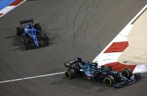 Sebastian Vettel, Aston Martin AMR21, Fernando Alonso, Alpine A521