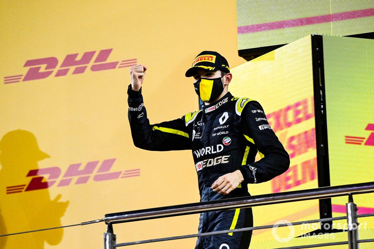 Esteban Ocon, Renault F1, 2ª posición, celebra en el podio