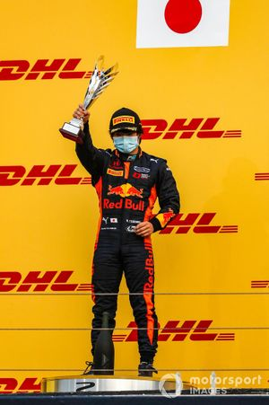 Yuki Tsunoda, Carlin, 2nd position, lifts his trophy on the podium