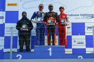 Il podio di Gara3: Janny Edgar, Van Amersfoort Racing vince la gara, secondo posto Kirill Smal, Prema Powerteam, terzo posto Gabriele Mini, Prema Powerteam