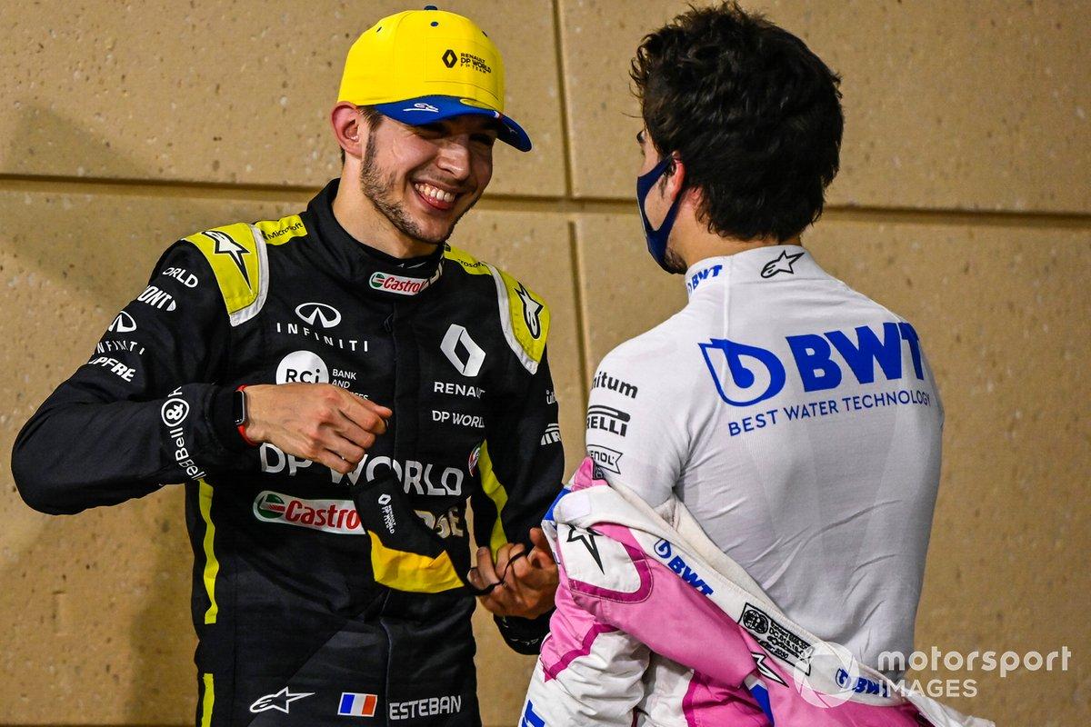 Esteban Ocon, Renault F1, 2ª posición, y Lance Stroll, Racing Point, 3ª posición, se felicitan en Parc Ferme
