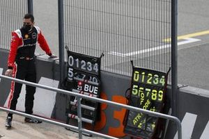 Sebastien Buemi, Nissan e.dams, on the pitwall