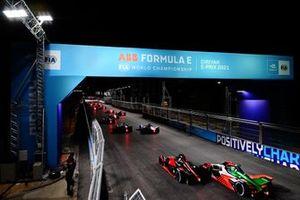 Sebastien Buemi, Nissan e.Dams, Nissan IMO2, battles with Lucas Di Grassi, Audi Sport ABT Schaeffler, Audi e-tron FE07