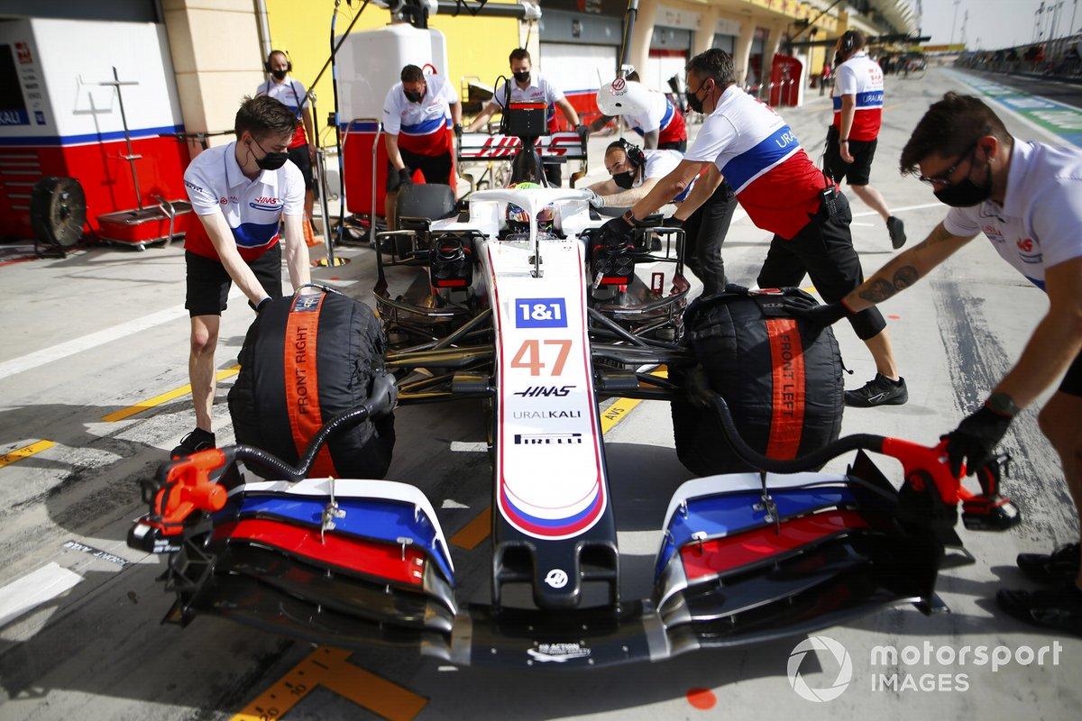 Mick Schumacher, Haas VF-21, rientra nel garage