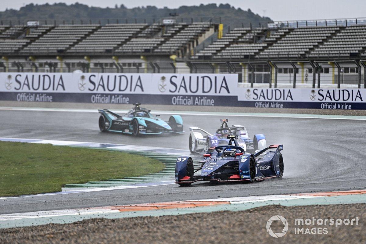 Nick Cassidy, Envision Virgin Racing, Audi e-tron FE07, Jake Dennis, BMW i Andretti Motorsport, BMW iFE.21, Sam Bird, Jaguar Racing, Jaguar I-TYPE 5