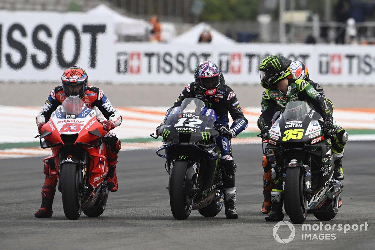 Cal Crutchlow, Team LCR Honda, Maverick Vinales, Yamaha Factory Racing practican la salida