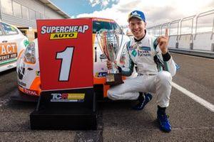 Race winner Jordan Cox, Gary Rogers Motorsport