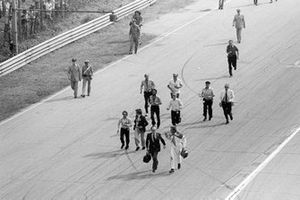 Bernie Ecclestone, Brabham Team Owner, Colin Chapman, Lotus Team Owner and James Hunt, McLaren, with Sid Watkins, Formula One Doctor