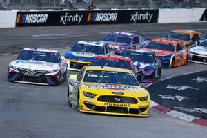 Ryan Blaney, Team Penske, Ford Mustang Menards/Pennzoil, Denny Hamlin, Joe Gibbs Racing, Toyota Camry FedEx Office