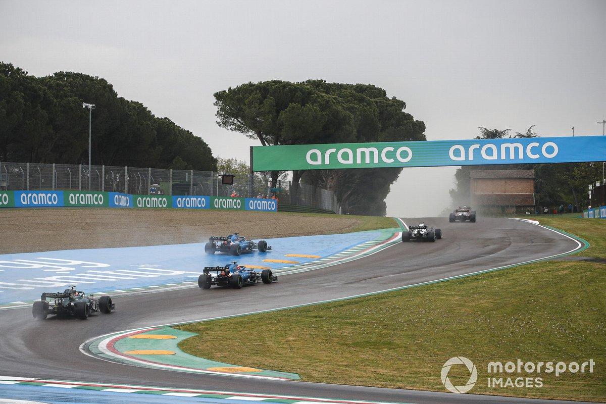 Fernando Alonso, Alpine A521, Esteban Ocon, Alpine A521, Sebastian Vettel, Aston Martin AMR21