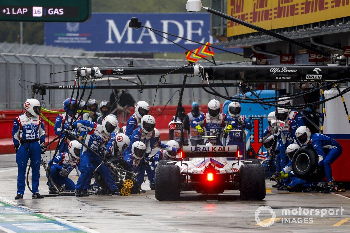 Mick Schumacher, Haas VF-21, pit stop