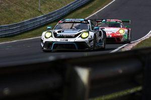 #18 KCMG Porsche 911 GT3 R: Marco Holzer, Edoardo Liberati