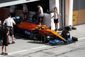 Daniel Ricciardo, McLaren MCL35M, leaves the garage