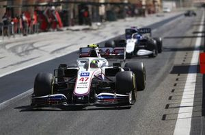 Mick Schumacher, Haas VF-21 and George Russell, Williams FW43B