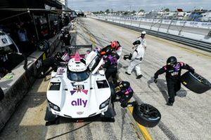 #48 Action Express Racing Cadillac DPi, DPi: Pit Stop, Jimmie Johnson, Kamui Kobayashi, Simon Pagenaud