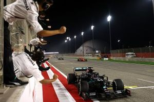 The Mercedes team cheer Lewis Hamilton, Mercedes F1 W11, 1st position, over the line