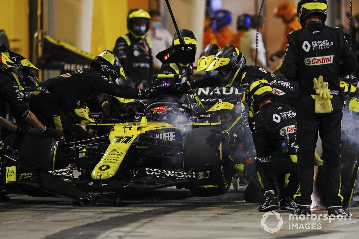 Esteban Ocon, Renault F1 Team R.S.20, nei box
