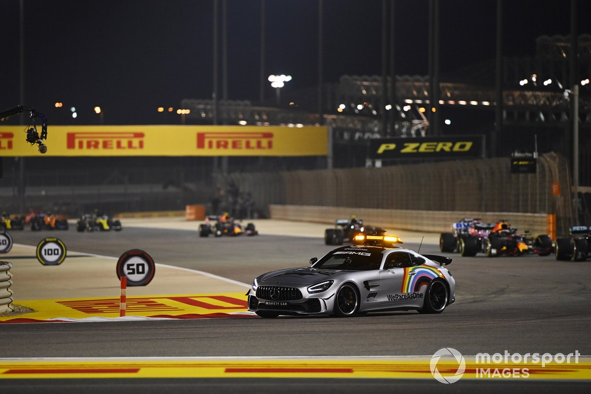 Safety car Lewis Hamilton, Mercedes F1 W11 y Max Verstappen, Red Bull Racing RB16