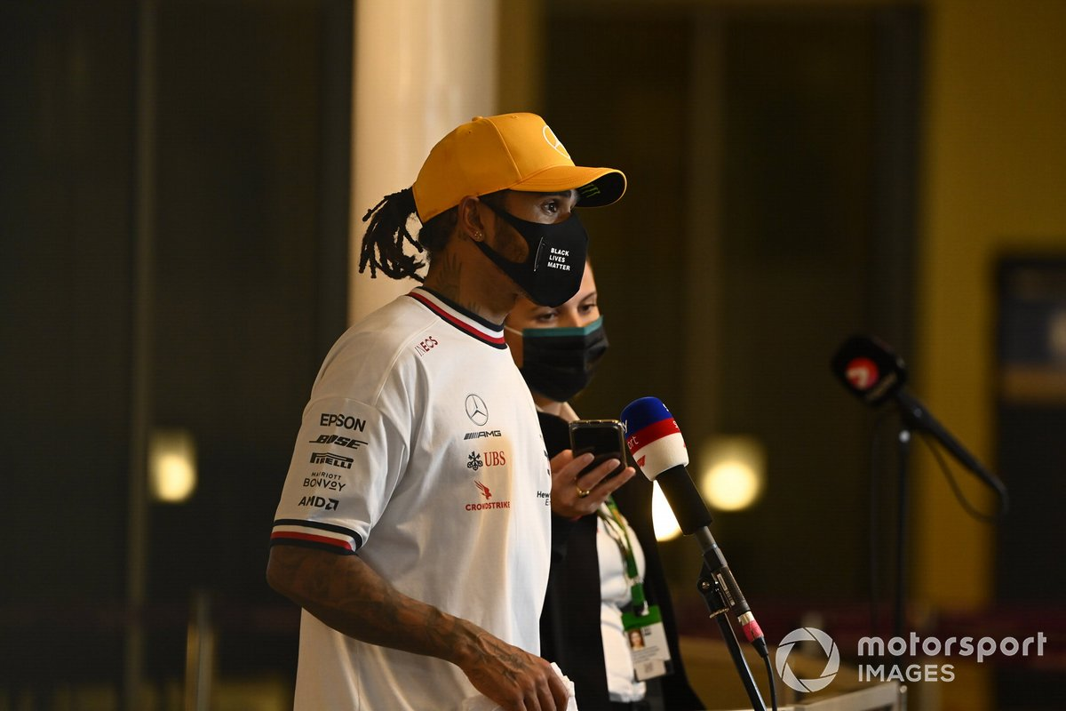 Lewis Hamilton, Mercedes-AMG F1, intervistato dopo le Qualifiche