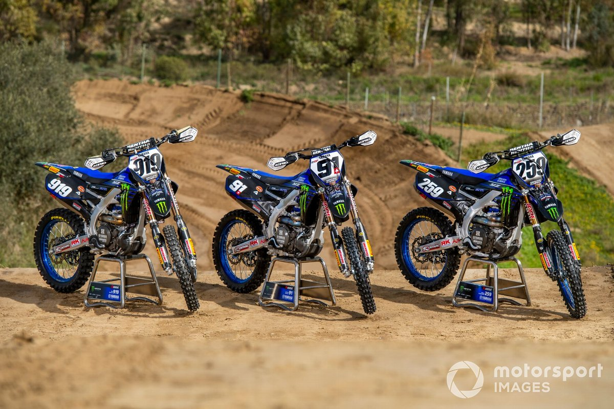 Van links naar rechts: de motoren van Ben Watson, Jeremy Seewer en Glenn Coldenhoff, Monster Energy Yamaha Factory Racing