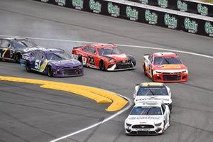 Ryan Newman, Roush Fenway Racing, Ford Mustang and Cody Ware, Petty Ware Racing, Chevrolet Camaro