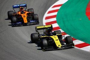 Daniel Ricciardo, Renault R.S.19, voor Carlos Sainz Jr., McLaren MCL34