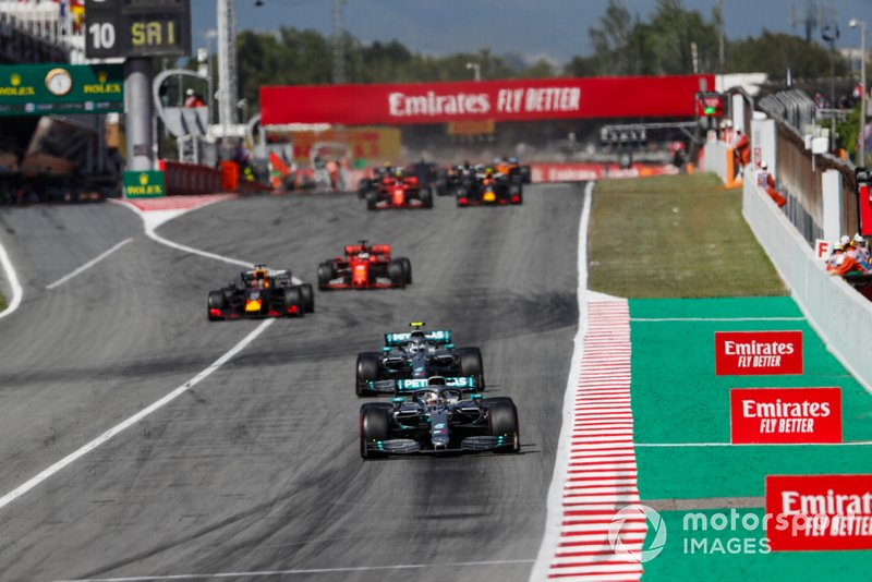 Lewis Hamilton, Mercedes AMG F1 W10, leads Valtteri Bottas, Mercedes AMG W10, Max Verstappen, Red Bull Racing RB15, Sebastian Vettel, Ferrari SF90, and the rest of the field at the restart