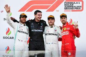 Lewis Hamilton, Mercedes AMG F1, le vainqueur Valtteri Bottas, Mercedes AMG F1 et Sebastian Vettel, Ferrari sur le podium