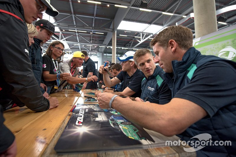 #33 Falken Motorsport NMW M6 GT3: Peter Dumbreck, Stef Dusseldorp, Alexandre Imperatori