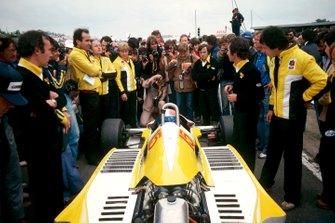Жан-Пьер Жабуй, Renault RS10, и Жан Саже, руководитель команды