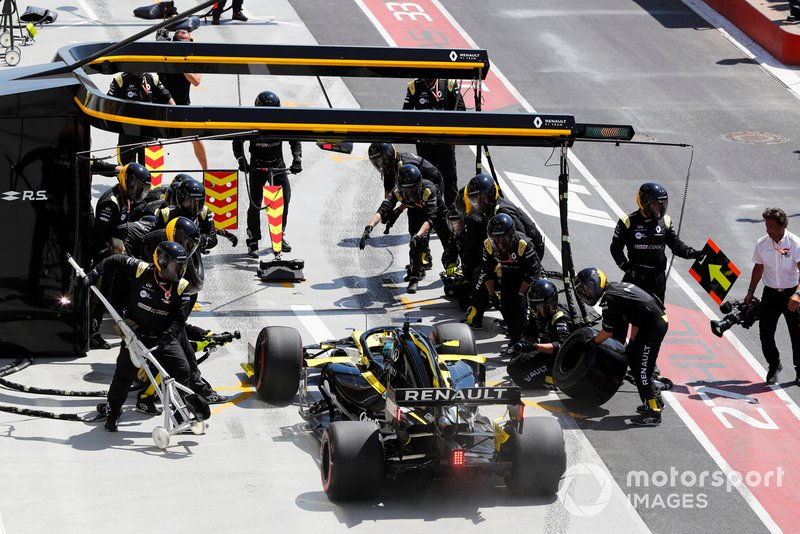 Daniel Ricciardo, Renault R.S.19, pit stop