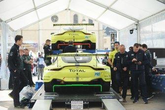 Автомобиль Aston Martin Vantage AMR №95 и №97 команды Aston Martin Racing