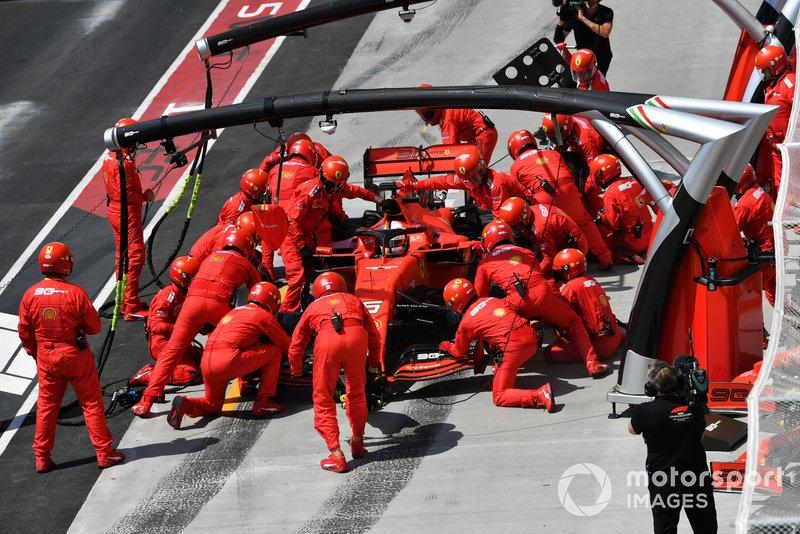 Sebastian Vettel, Ferrari SF90, ai box