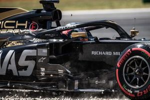 Romain Grosjean, Haas F1 Team VF-19, in the gravel