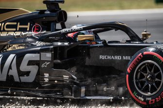 Romain Grosjean, Haas F1 Team VF-19, in the gravel