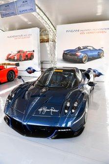 La voiture de Jos Verstappen, Pagani Huayra Roadster est exposée