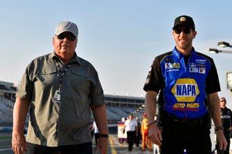 Alan Gustafson and Rich Hendrick, Chase Elliott, Hendrick Motorsports, Chevrolet Camaro NAPA AUTO PARTS