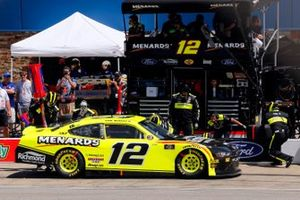 Paul Menard, Team Penske, Ford Mustang Menards/Richmond pit stop