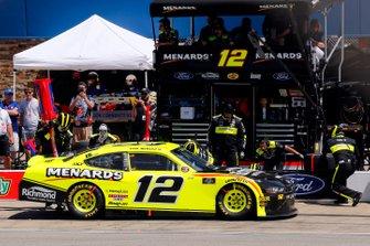 Paul Menard, Team Penske, Ford Mustang Menards/Richmond pit stop