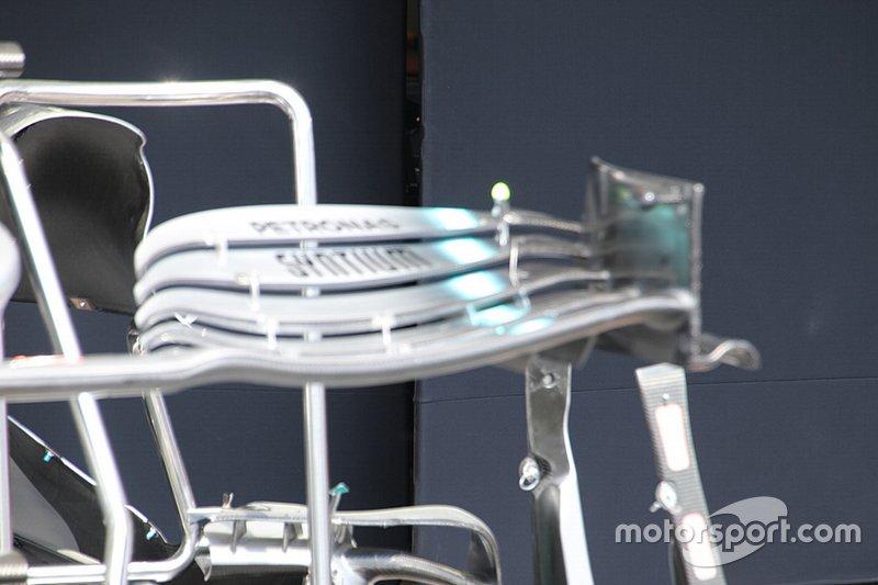 Detalle del alerón delantero del Mercedes