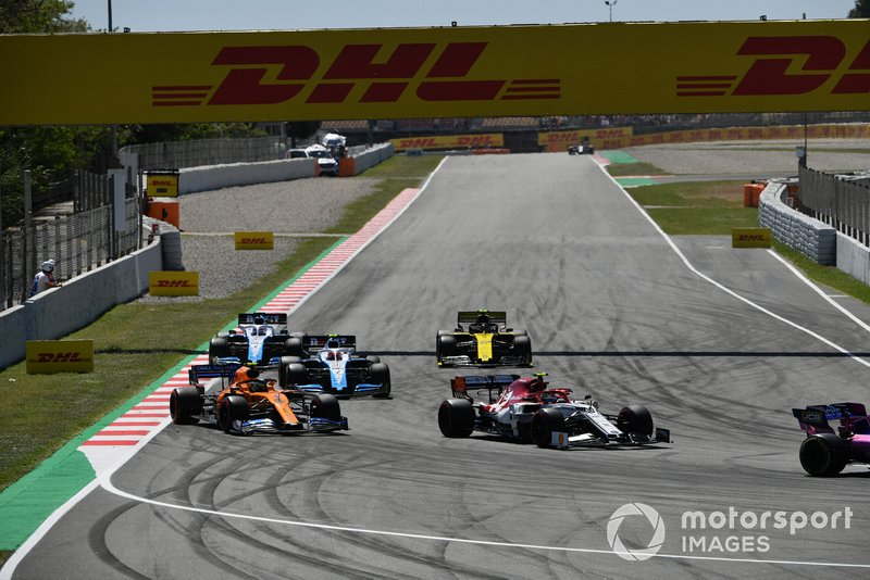 Antonio Giovinazzi, Alfa Romeo Racing C38, leads Lando Norris, McLaren MCL34, Robert Kubica, Williams FW42, George Russell, Williams Racing FW42, and Nico Hulkenberg, Renault R.S. 19