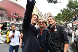 VIPs on the grid with Guenther Steiner, Team Principal, Haas F1