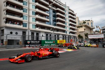 Себастьян Феттель, Ferrari SF90, Даниэль Риккардо, Renault F1 Team R.S.19, и Кевин Магнуссен, Haas F1 Team VF-19
