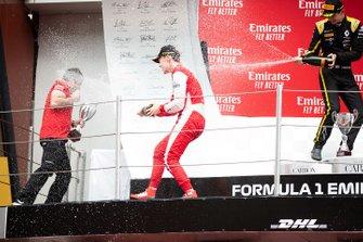 Podium: race winner Robert Shwartzman, PREMA Racing, second place Christian Lundgaard, ART Grand Prix