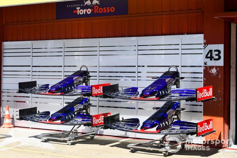 Alerones delanteros del Toro Rosso STR14